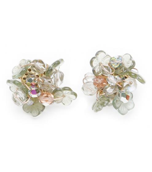 Romantisch anmutende Ohrclipse aus Glas-Blüten und Blättchen