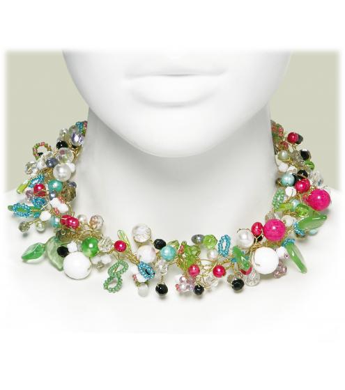 Romantisches Halsband in bezaubernden Farben