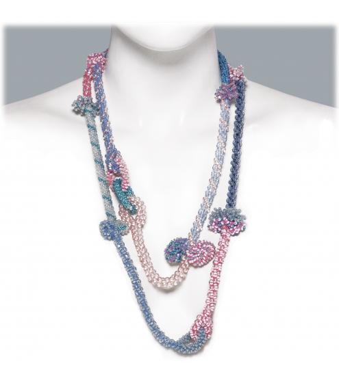 Pastellfarbene lange Kette aus kleinsten Perlen