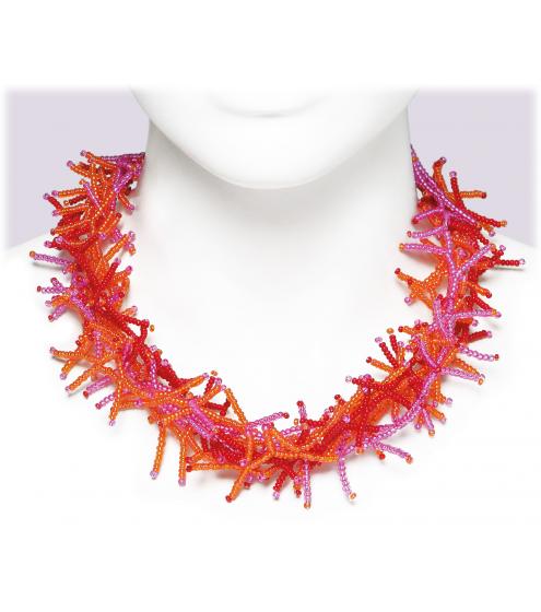 Trendiger Halsschmuck aus kleinen Rocaille-Perlen