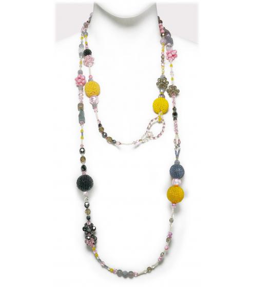 Anmutige Kette in feinen Farben aus verschiedensten Perlen