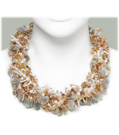 Necklace mit eingearbeiteten Perlmuttplättchen