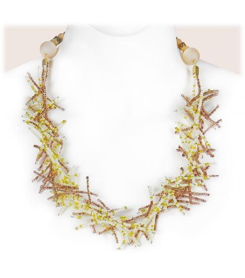 Sehr zartes, leichtes Collier aus winzigen Rocaille-Perlen