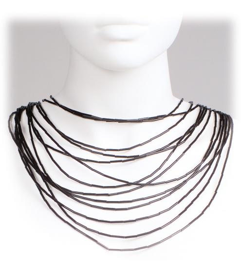 Extrem elegantes Collier aus gläsernen Stäbchen