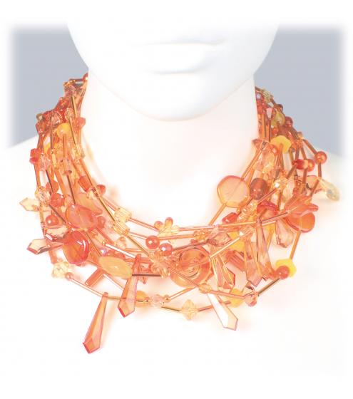 Schönes Collier aus strahlenden Perlen