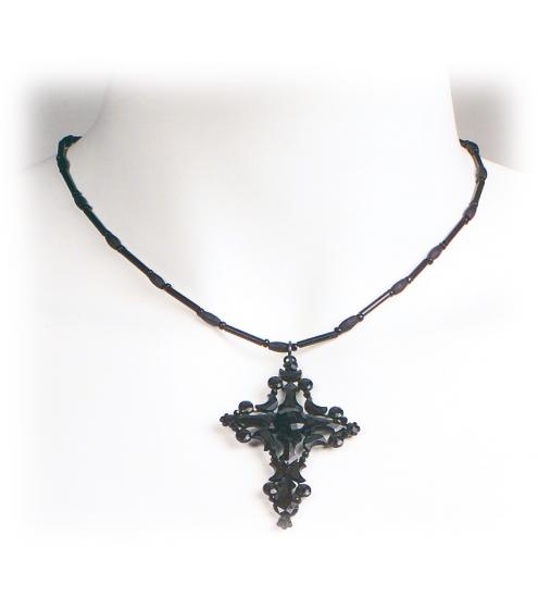 Sehr schlichte Kette mit Kreuz